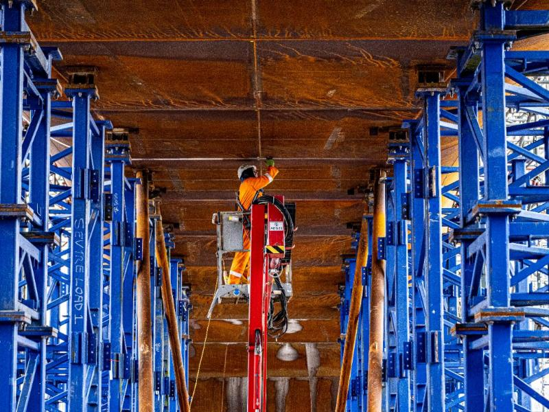 Sighthill M8 Bridge steel spans arrive